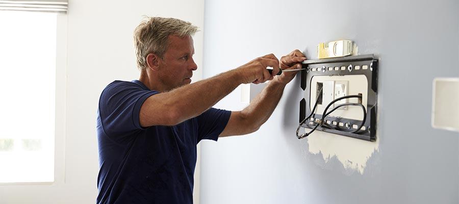 【マンションの壁掛けテレビ問題】賃貸で設置するときの注意点と対策