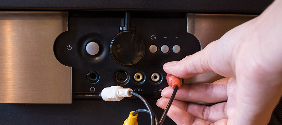 壁掛けテレビとセットで考えたいDVDレコーダーの設置法