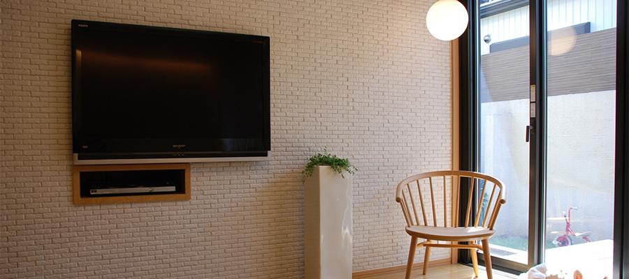 日陰の壁掛けテレビ