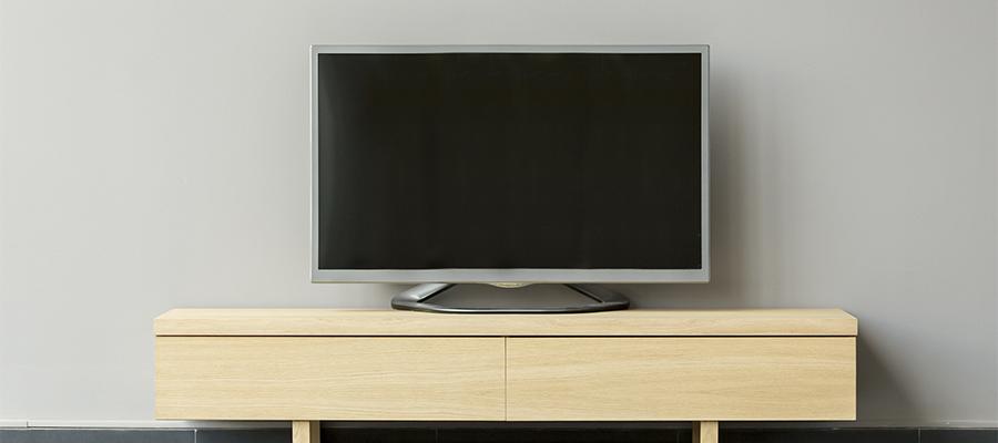 簡素なテレビ台とテレビ