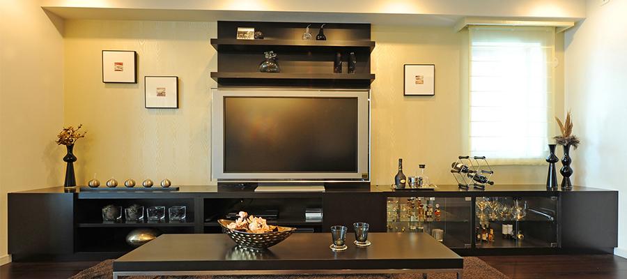 テレビと周辺機器を壁面収納する方法
