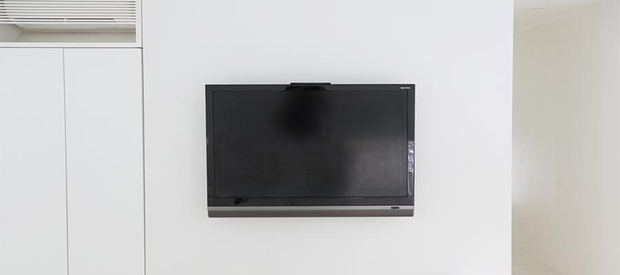 収納はどうする? 壁掛けテレビの収納方法