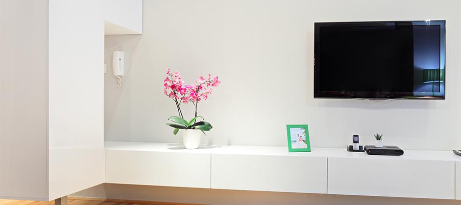 壁や床をフラットに! 掃除しやすい部屋を作るための家具配置のコツ