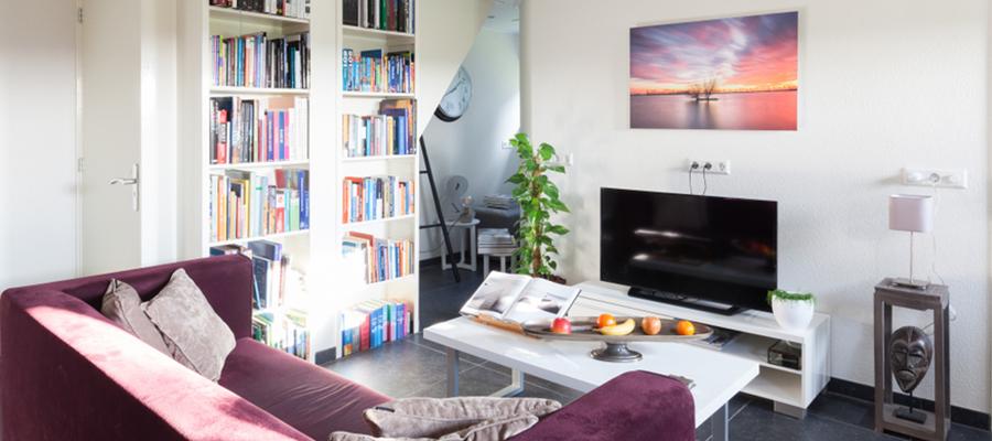 8畳の部屋に最適なテレビのサイズ&レイアウト術