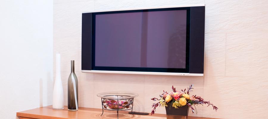 テレビフレームはなぜ黒が多い?部屋の雰囲気で色を替えるのもアリ!